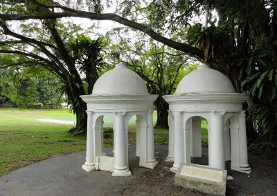 1280px-Cupolas,_Fort_Canning_Green,_Singapore_-_20110301