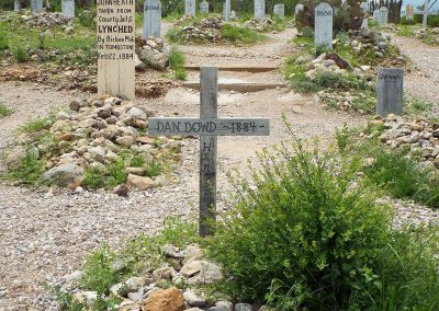 1280px-Tombstone-Boothill_Graveyard-Dan_Dowd